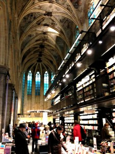 Bibliotheek in de kerk