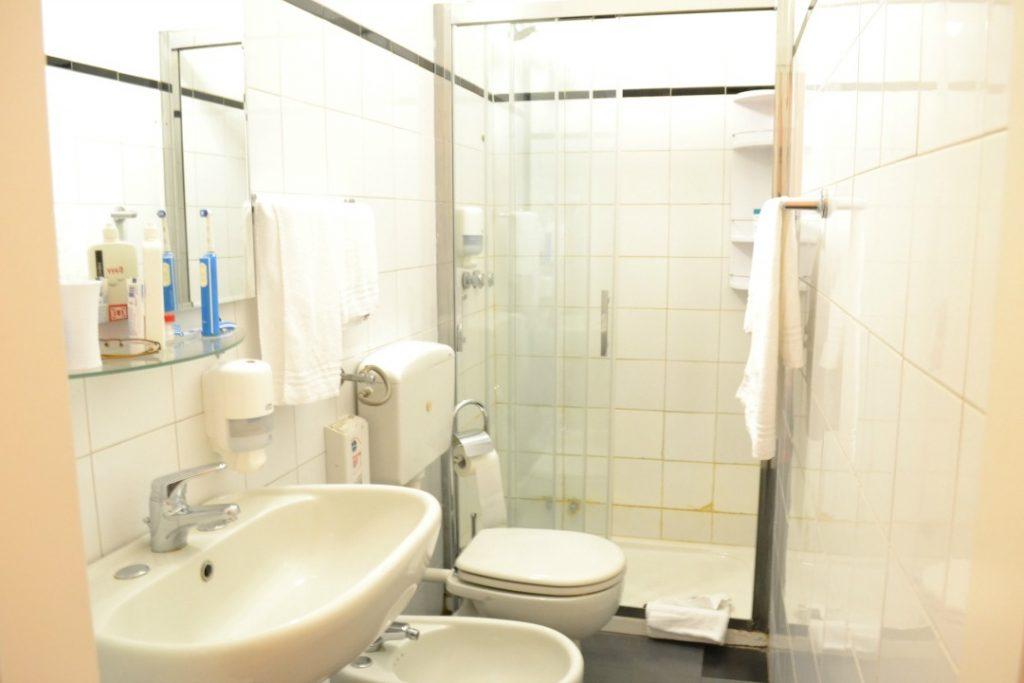 Hotel Almalfi badkamer