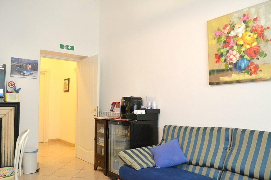 Hotel Almalfi ontbijt kamer